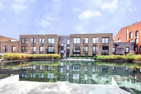 3 bedroom flat for sale - Baroque Gardens, Surrey Quays SE16