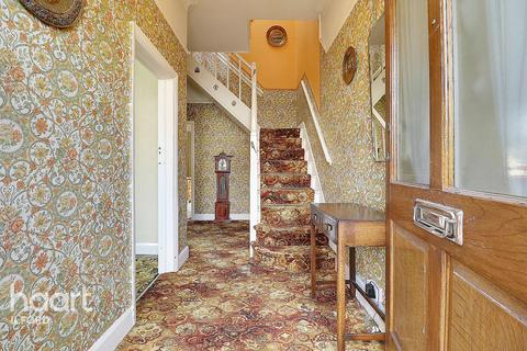 4 bedroom semi-detached house for sale - Balfour Road, Ilford