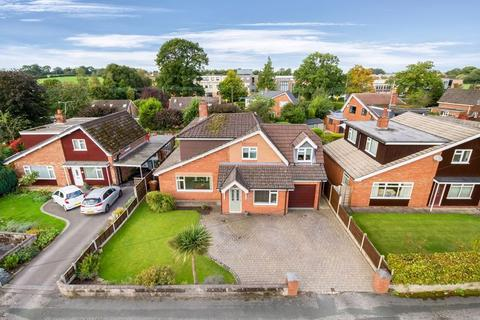 4 bedroom detached house for sale - Oakleigh Court, Congleton