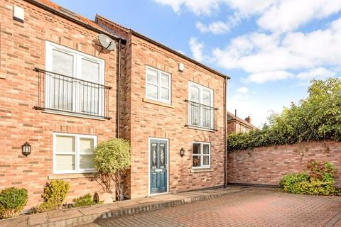 3 bedroom terraced house for sale - Holly Bank Close, York, YO24