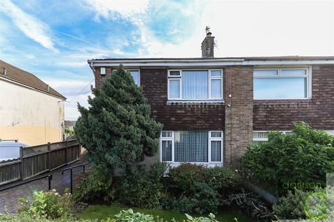 3 bedroom semi-detached house for sale - Illingworth Avenue, Illingworth, Halifax