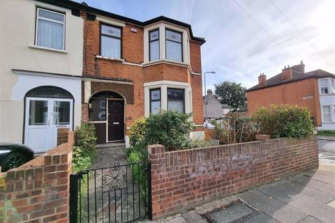 3 bedroom end of terrace house for sale - Highbury Gardens, Ilford, Essex, IG3