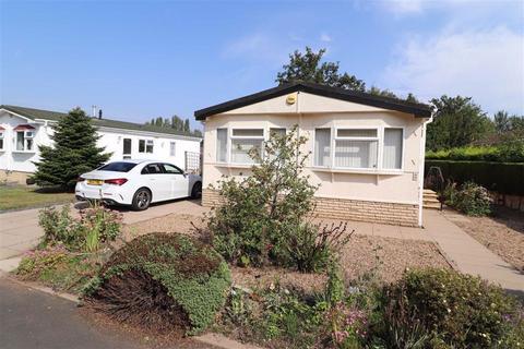 2 bedroom detached bungalow for sale - Birch Court, Heathcote Park, Harbury Lane, Warwick, CV34