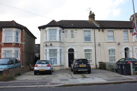 2 bedroom flat for sale - Grosvenor Road, Ilford