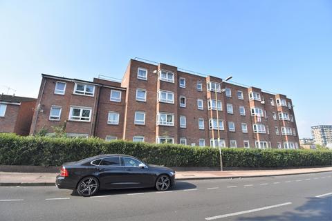 1 bedroom flat for sale - Ruddstreet Close London SE18