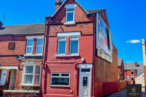 6 bedroom end of terrace house for sale - 90 Urban Road DONCASTER DN40EP