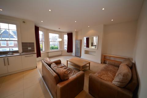3 bedroom maisonette to rent - Sedgemere Avenue, East Finchley, London