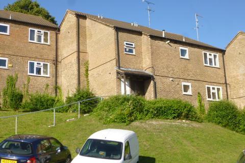 Studio to rent - Mendip Way, High Wycombe HP13