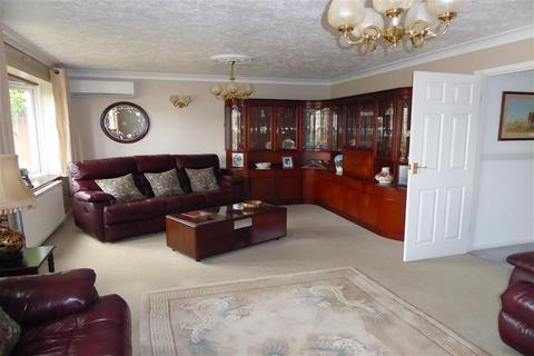 3 bedroom detached bungalow for sale - Augustine Road, Minster-On-Sea, Sheerness, Kent