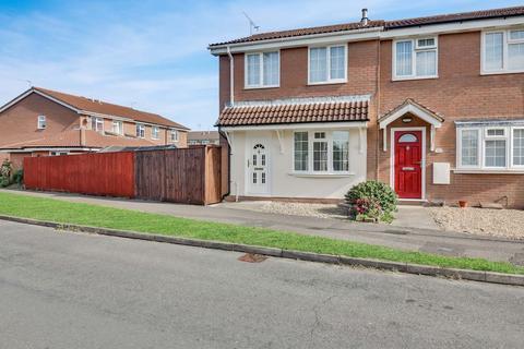 3 bedroom end of terrace house for sale - Primrose Drive, Aylesbury HP21 8YD