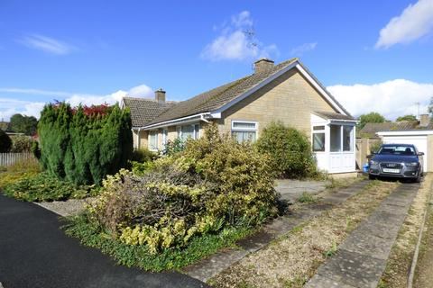 2 bedroom bungalow for sale - Chesterton Park, Cirencester