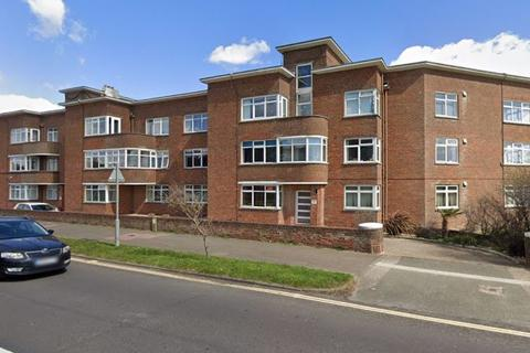 3 bedroom apartment for sale - George V Avenue