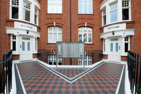 3 bedroom flat to rent - Hamlet Gardens, Ravenscourt Park, London, W6 0TS