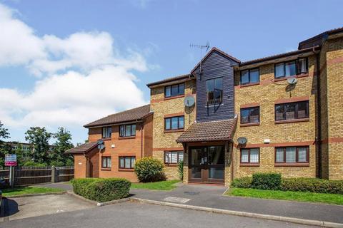 3 bedroom flat to rent - Waterside Close, Barking, Essex, London, IG11 9EQ
