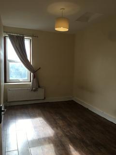 2 bedroom flat to rent - High Road, Seven Kings, IG3