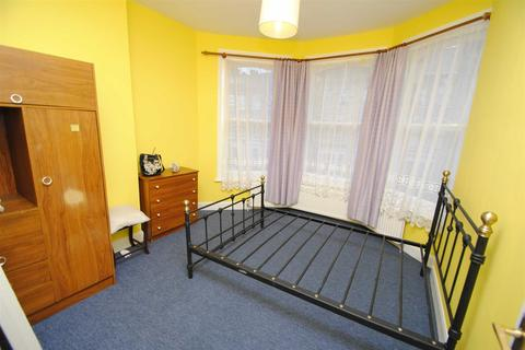 1 bedroom in a house share to rent - Hampden Road, Turnpike Lane