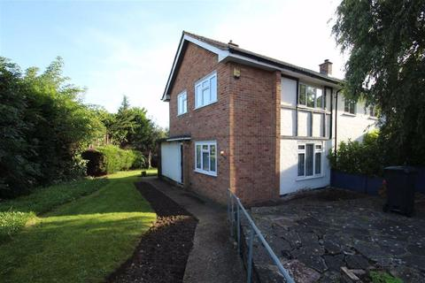 2 bedroom end of terrace house for sale - Oakwood Hill, Loughton, Essex