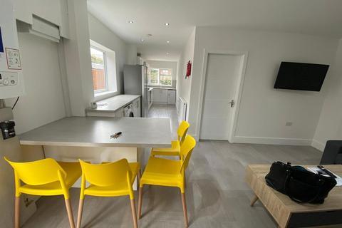6 bedroom semi-detached house to rent - *£130ppw* Queens Road East , Nottingham