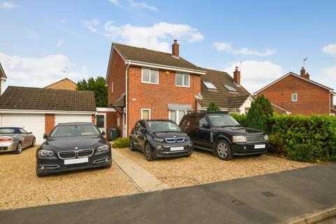 3 bedroom semi-detached house for sale - Lyneham Road, Bicester