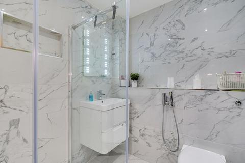 2 bedroom flat for sale - Lapis Close, London, NW10