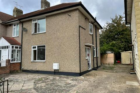 3 bedroom terraced house to rent - Romford, RM8