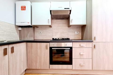 2 bedroom flat to rent - Kimbery House, EN4
