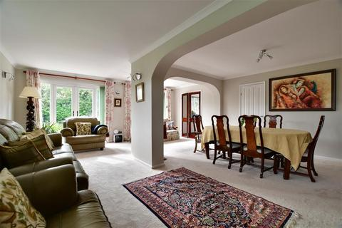 4 bedroom detached house for sale - The Spinney, Southgate, Crawley, West Sussex