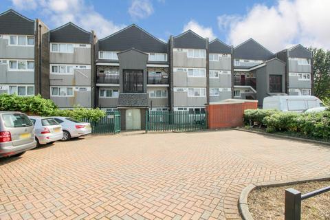 3 bedroom maisonette to rent - Navestock Crescent, Woodford Green IG8