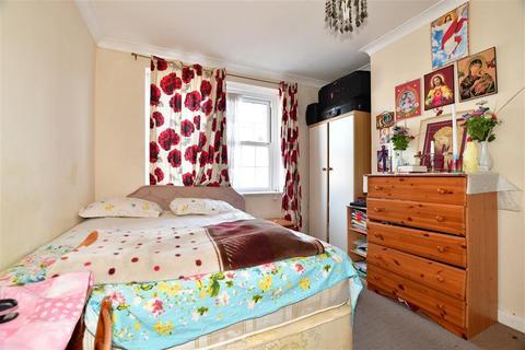 2 bedroom flat for sale - Bishopric Court, Horsham, West Sussex