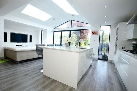 5 bedroom semi-detached house for sale - Avenue Road, Harold Wood, Romford
