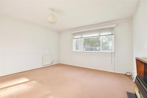 2 bedroom ground floor flat for sale - Ollards Grove, Loughton, Essex