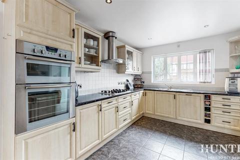 4 bedroom detached house to rent - Donnington Road, Kenton, Harrow, Middlesex, HA3 0NA