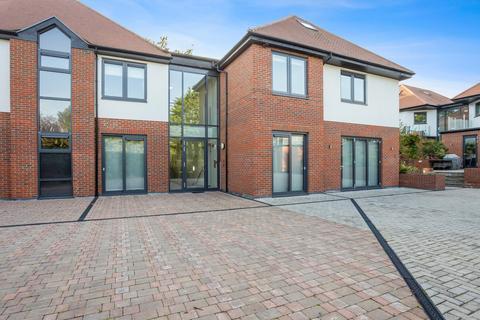 2 bedroom flat for sale - Eden Lodges, Manor Road, Chigwell, IG7