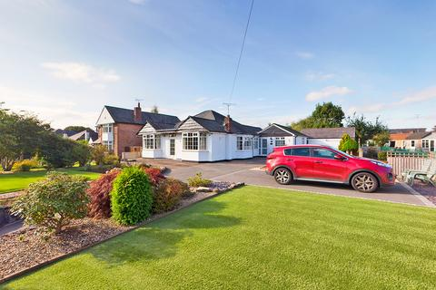 3 bedroom detached bungalow for sale - Upton Lane, Upton, Chester