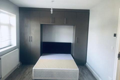 1 bedroom barn conversion to rent - Hibernia Gardens, Hounslow