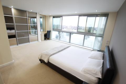 3 bedroom flat to rent - Waterside Way