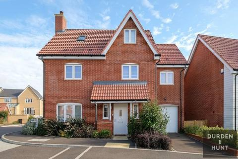 5 bedroom detached house for sale - Chalkhill Close, Chigwell