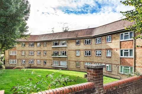 2 bedroom flat for sale - Chelmsford Court, Chelmsford Road, Southgate, London, N14
