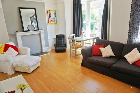 2 bedroom flat to rent - Gwydr Crescent, Uplands,