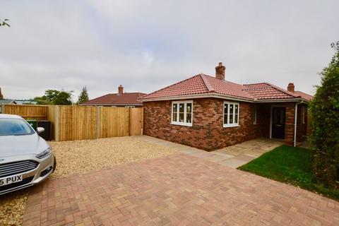 2 bedroom detached bungalow for sale - The Avenue, Carlby, Stamford