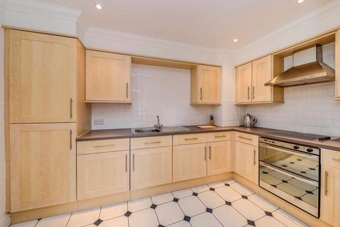 3 bedroom property to rent - Kent House Road, London
