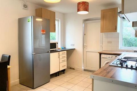 4 bedroom semi-detached house to rent - Barkham Road, Tottenham, London N17