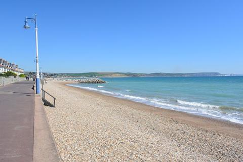 1 bedroom apartment for sale - NEWLY CONVERTED ONE BEDROOM APARTMENT MOMENTS WEYMOUTH'S STUNNING BEACH.