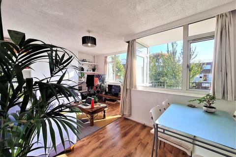 3 bedroom flat to rent - Allan House, Deeley Street, London