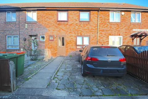 4 bedroom house to rent - Saigasso Close, London