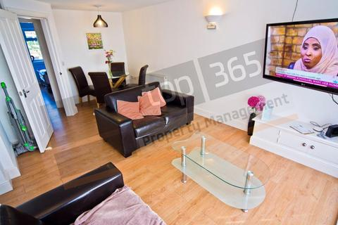 3 bedroom flat to rent - *£120pppw* Clumber Court, Clumber Crescent South, Nottingham NG7