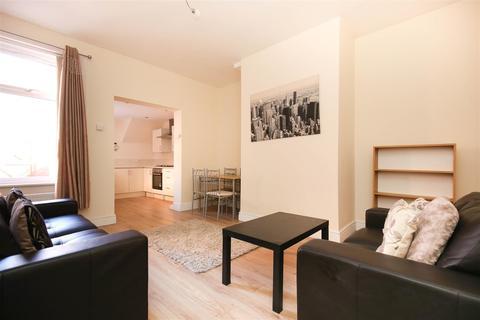 2 bedroom flat to rent - King John Terrace, Heaton, NE6