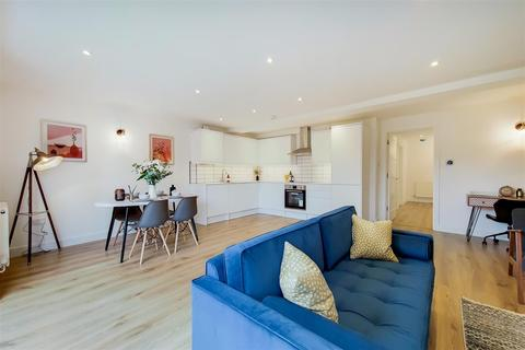 3 bedroom apartment for sale - New Close, Colliers Wood