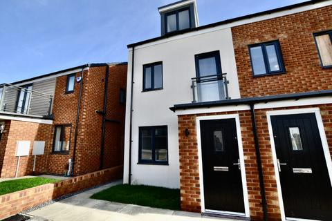 3 bedroom townhouse to rent - 3 Bedroom Townhouse to Let on Speckledwood Way, Newcastle Great Park
