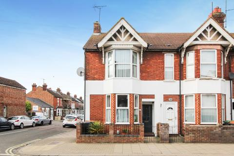 4 bedroom end of terrace house for sale - Castle Road, Bedford